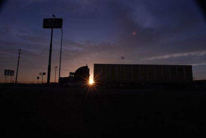 truckstop-truck-stop-hours-of-service-evening-parking-hos-fuel-island20071001_0002-2016-07-27-15-34-500×335-2019-04-02-16-43-2020-10-01-11-03