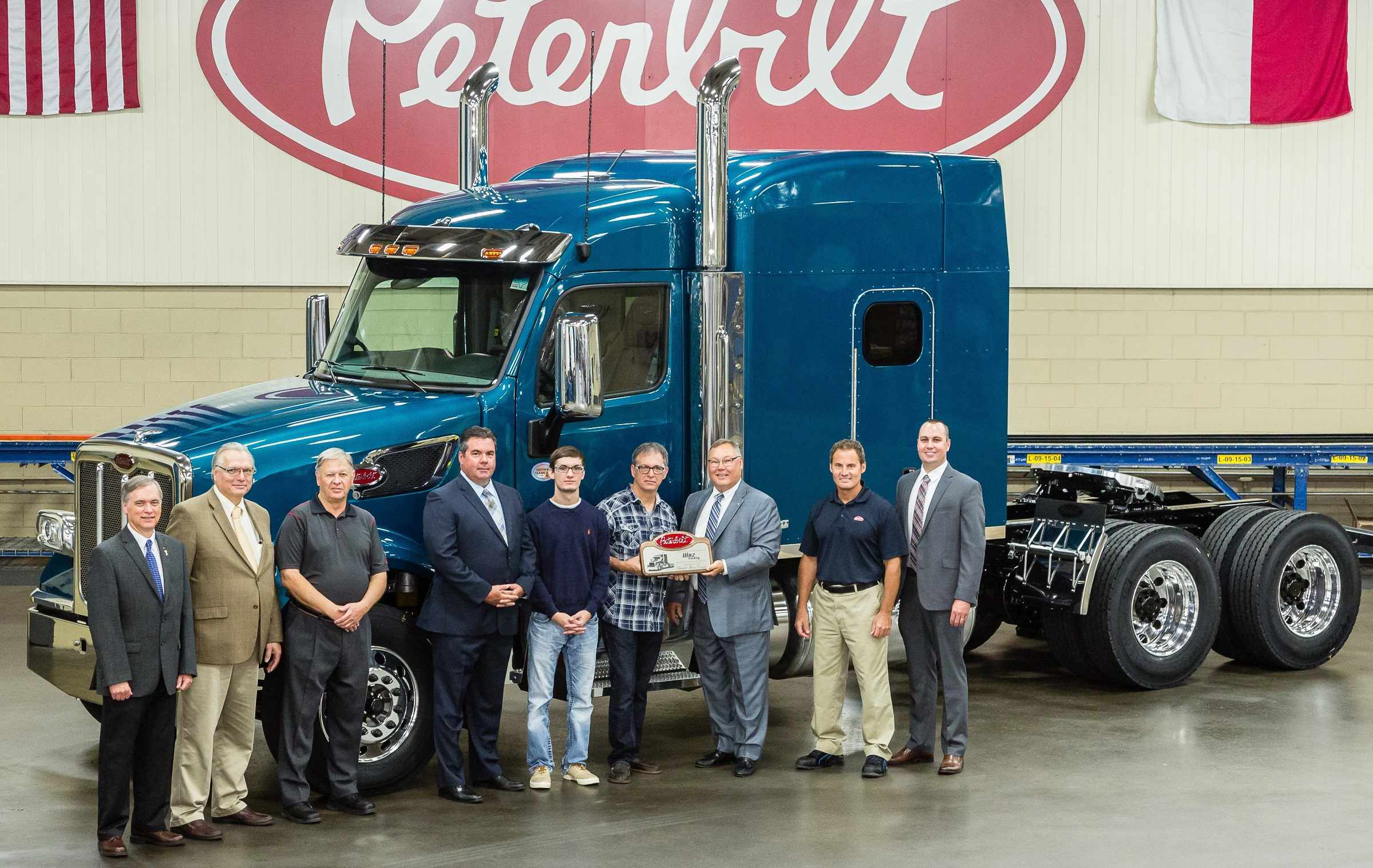 First Pete 567 Heritage goes to Hinz Trucking