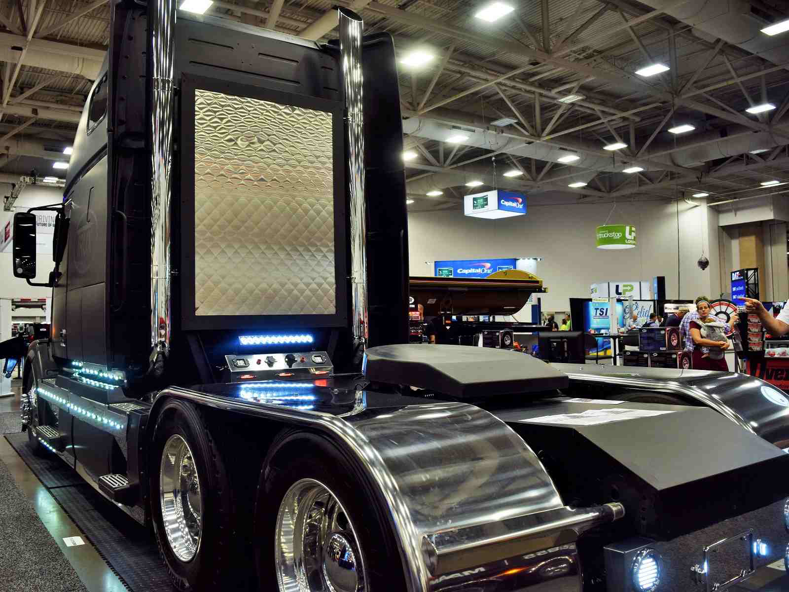 Volvo fans, this one's for you: Trux' custom '06 VNL 670