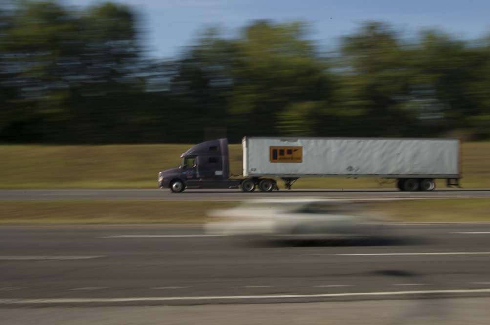 Truckers remain mostly opposed to speed limiter rule as comments pour in