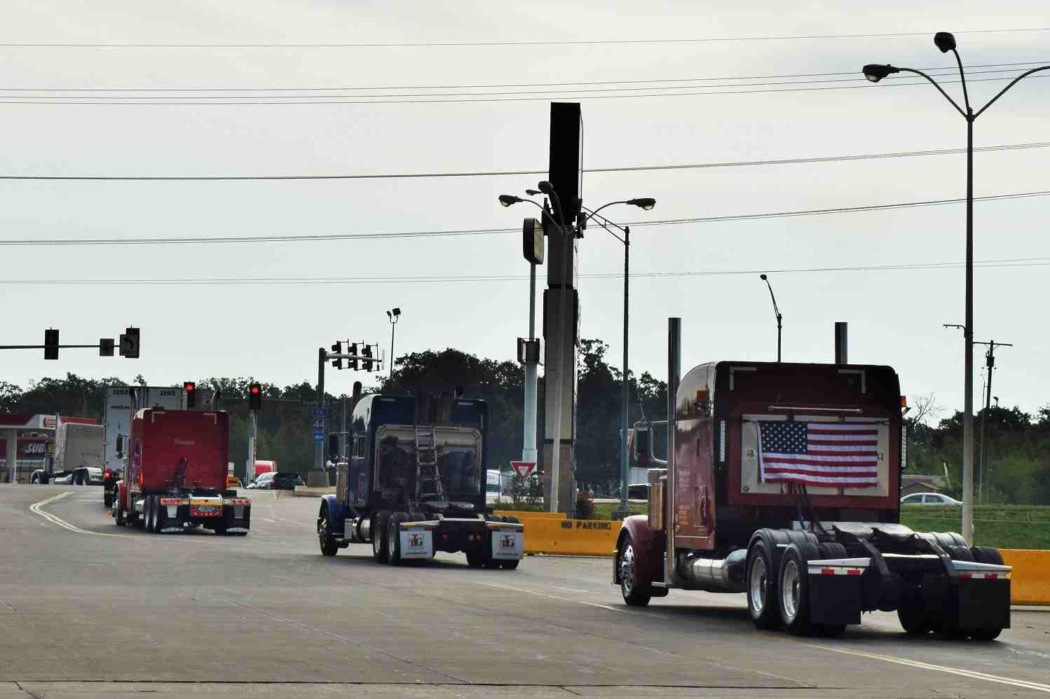 Ohio-based Novak's 2005 379 (right) brought up the rear of the convoy as it rolled out of Joplin.