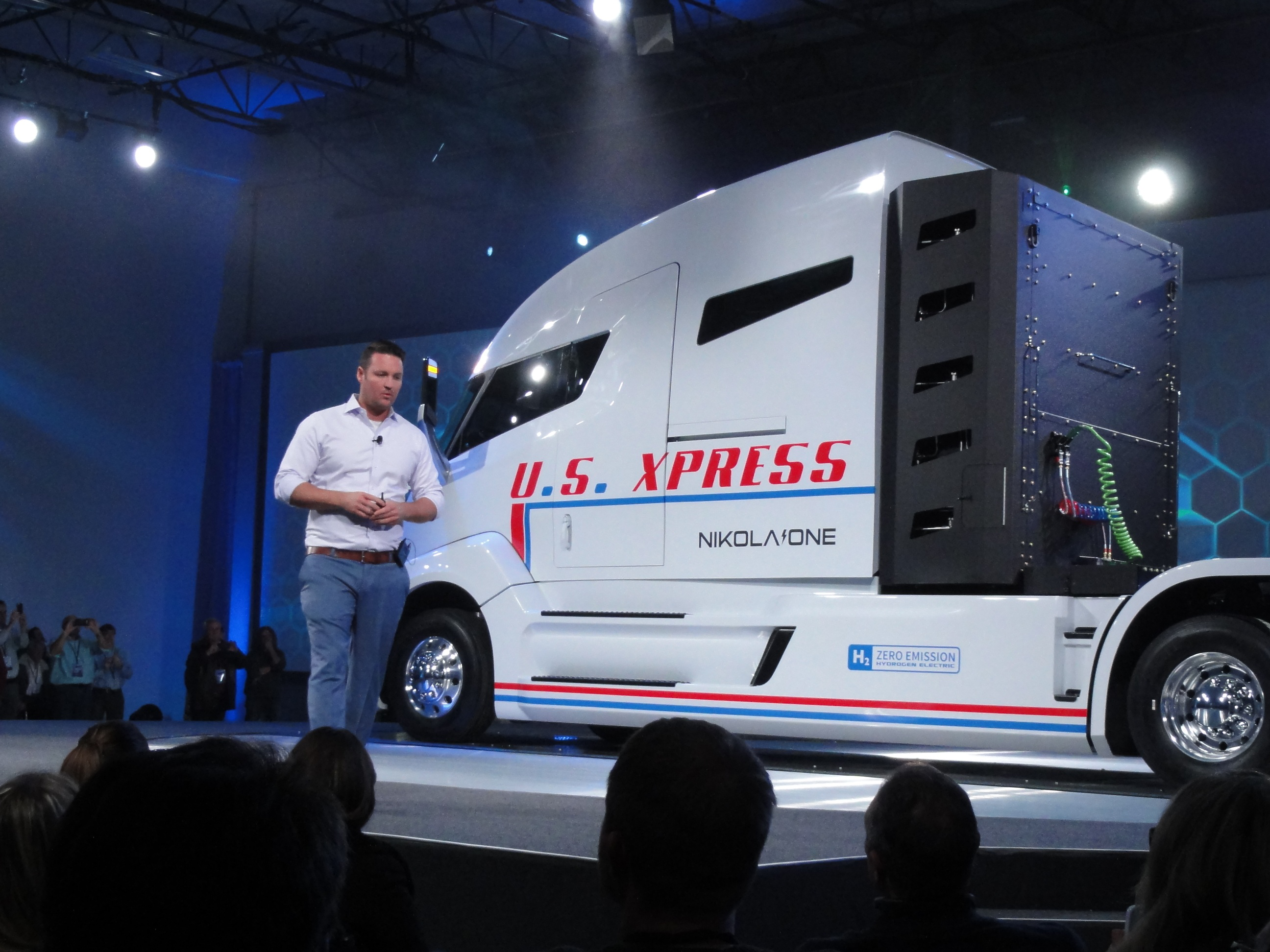 New electric Class 8 truck: 1,000 hp, 1,200-mile range