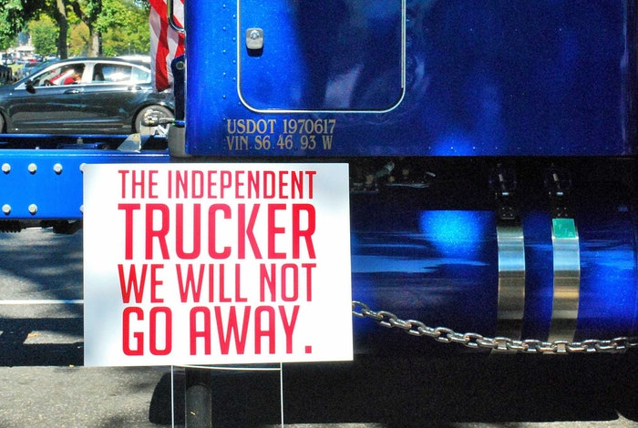 Independent-trucker-protest-sign-2017-10-04-13-31