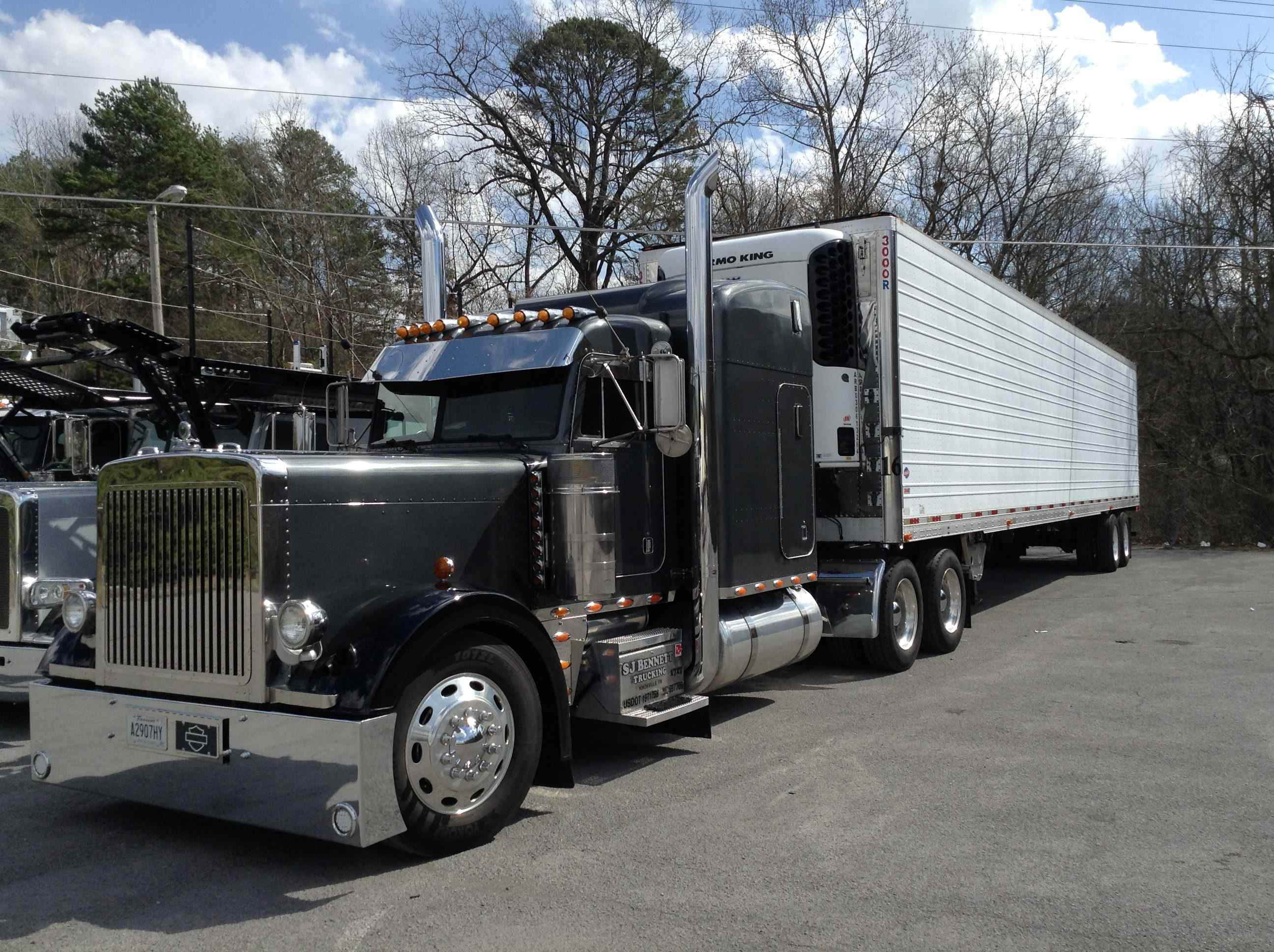 One-truck owner-operator Steve Bennett hauls reefer freight out of  Knoxville, Tenn., with this 2003 Peterbilt 379. The rig features a 475-hp  Caterpillar ...