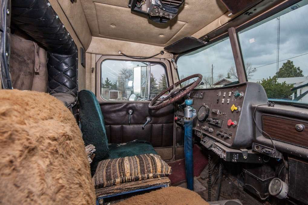 Inside Junior Elmore's 1974 Diamond Reo Conventional