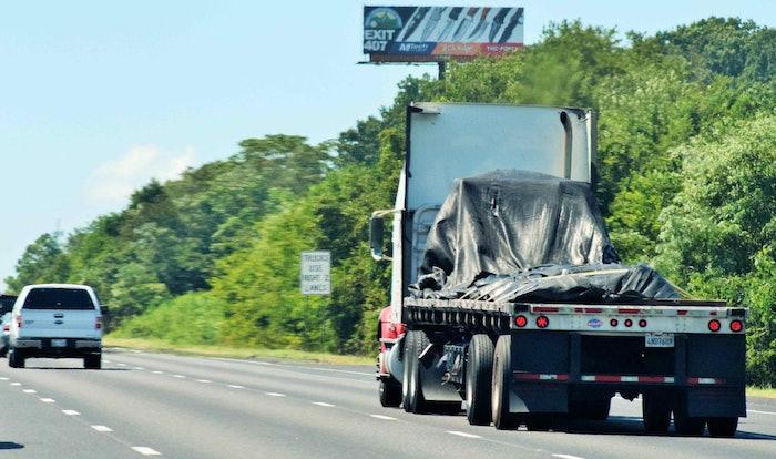 flatbed-truck-on-highway-lane-restriction-2018-09-05-08-49