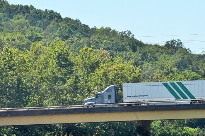 truck-on-bridge-overpass-2018-09-20-12-35