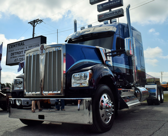 Difference between the new Kenworth W990 and the W900L
