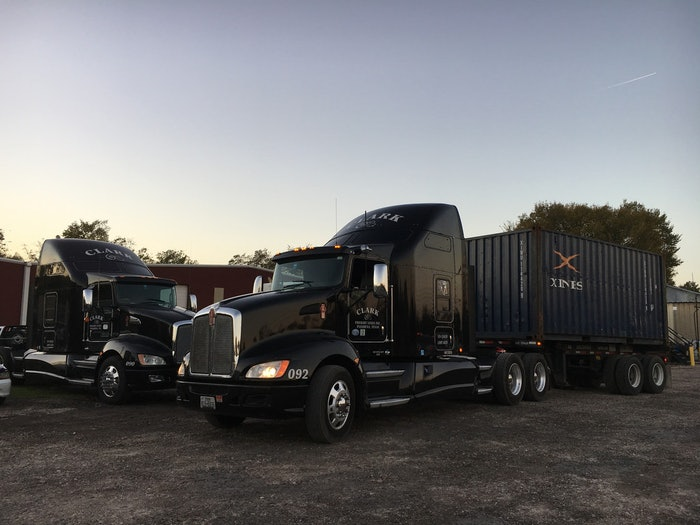T660 with 20′ container
