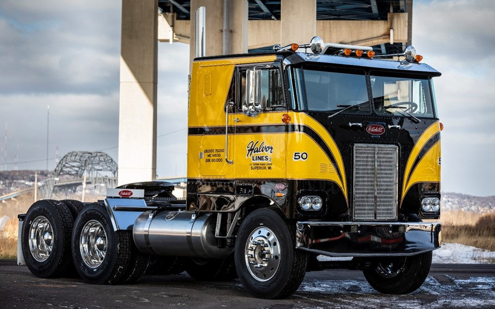 Halvor Lines' 50th-anniversary 1974 Peterbilt 352, rescued and restored