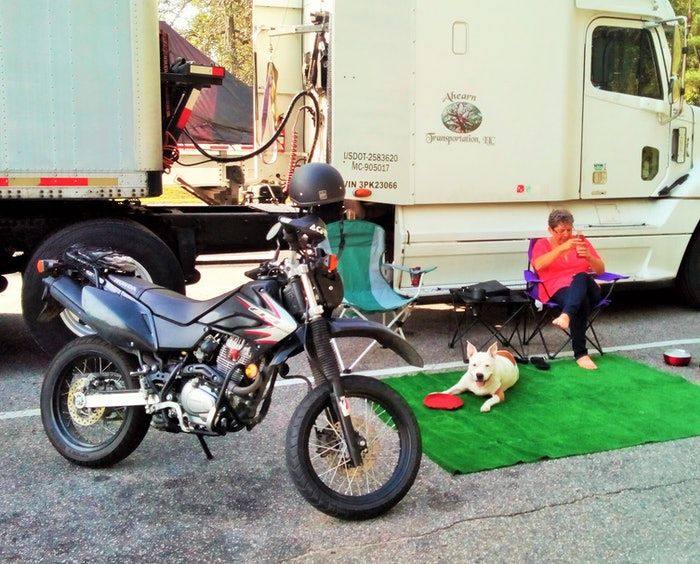 Relaxing-with-the-bike-kenny-vicky-capell-2019-08-16-12-55