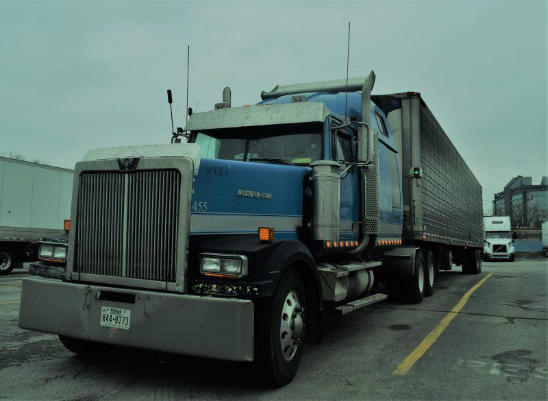2000 Western Star semi truck parked