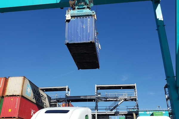 Chassis Under George Berry Container Crane